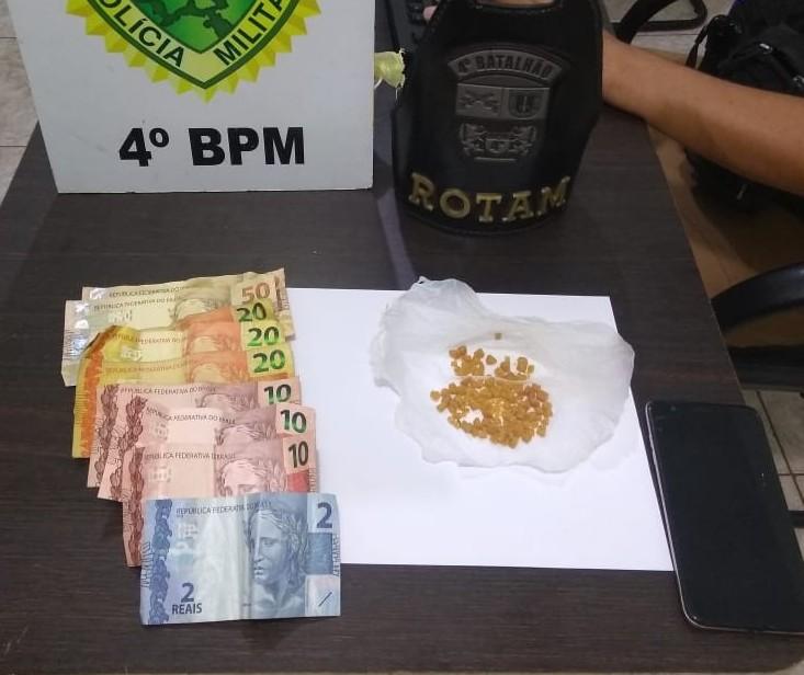 Moradores fazem denúncia e dois adolescentes são apreendidos por tráfico de drogas