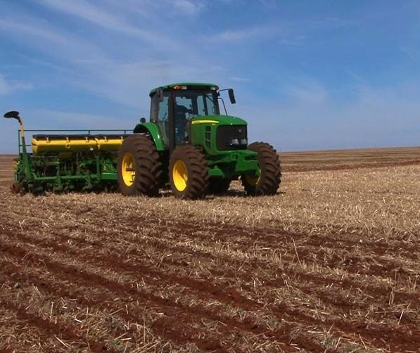 Umidade do solo e temperaturas amenas favorecem plantio no Paraná
