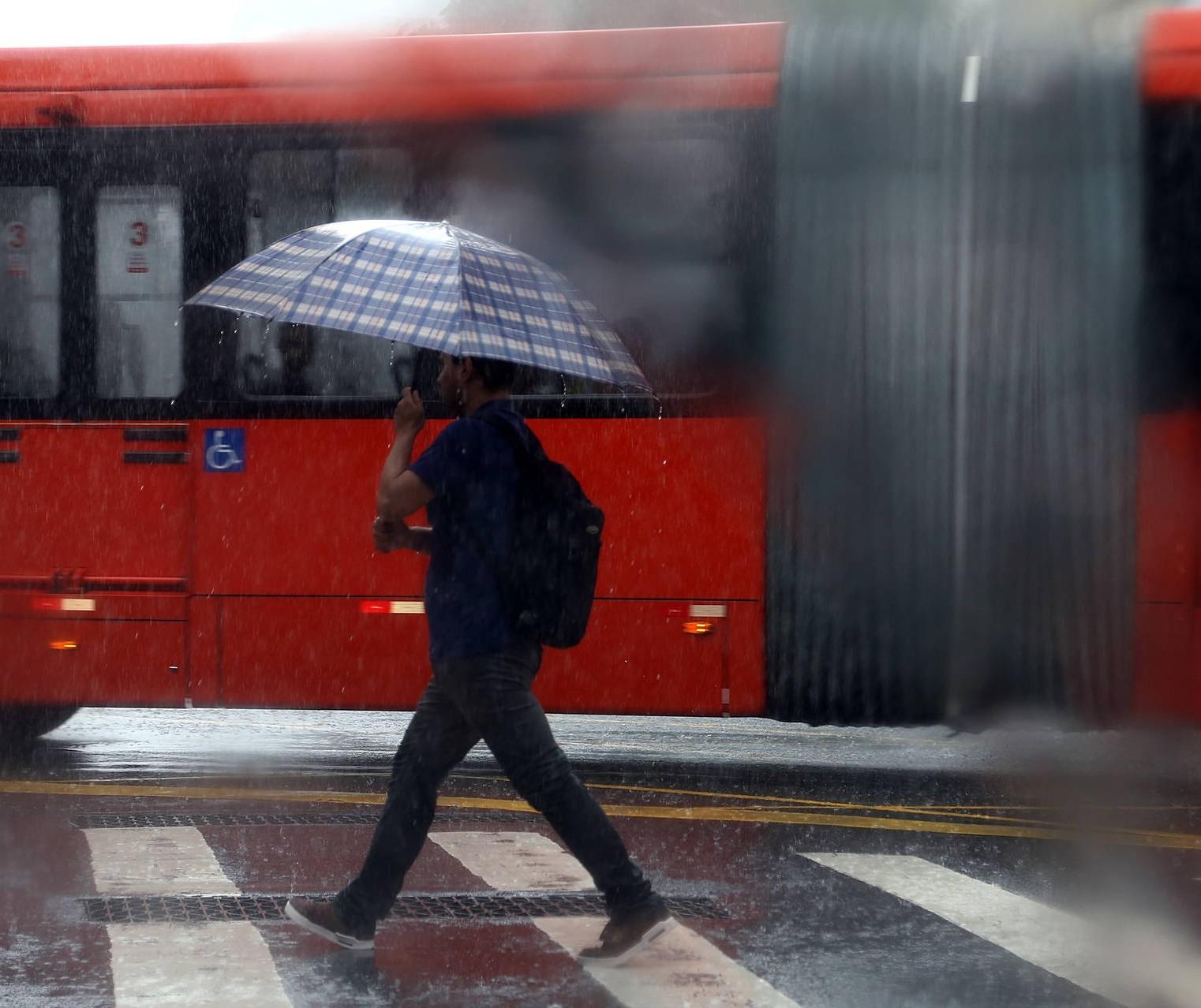 Mudança no tempo traz chuva e frio intenso para Maringá