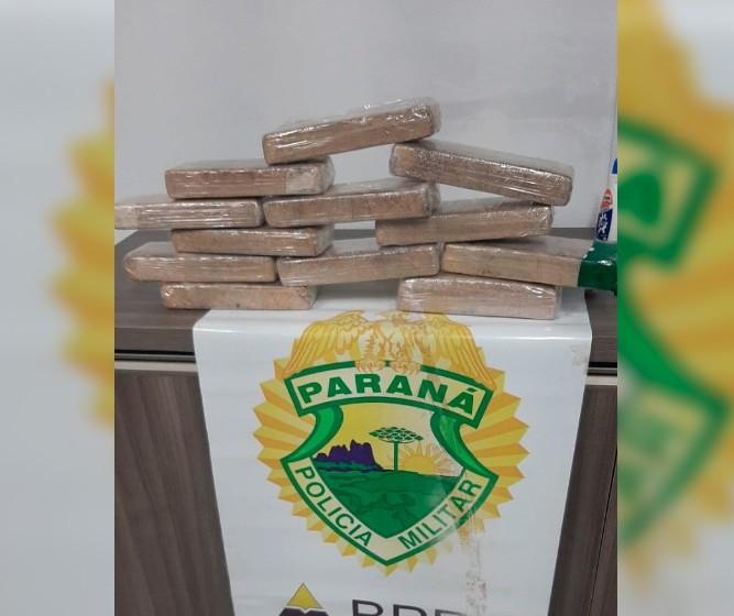 Polícia encontra mais de 10 tabletes de maconha em mochila de adolescente que viajava pelo PR