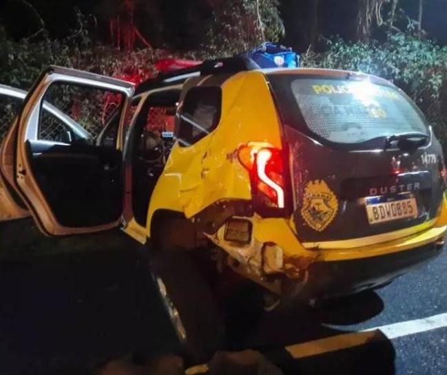 Motorista bêbado bate em viatura policial e deixa feridos em Maringá