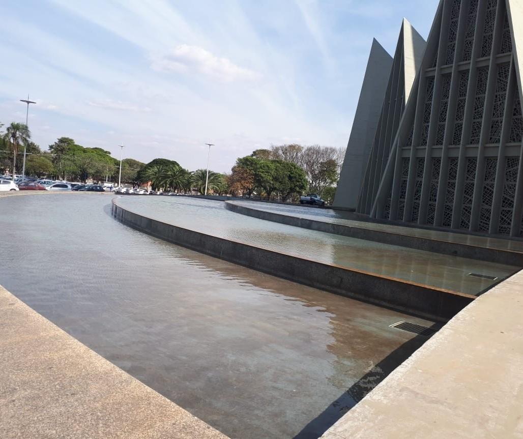 Espelhos d'água da catedral voltam a ficar cheios para testes