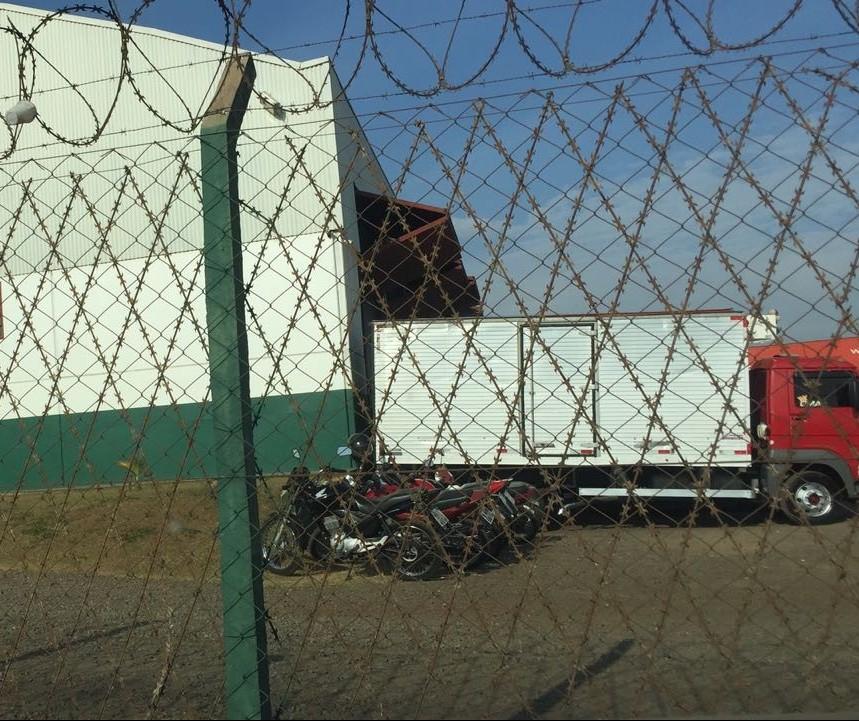 Transportadora é assaltada por grupo armado