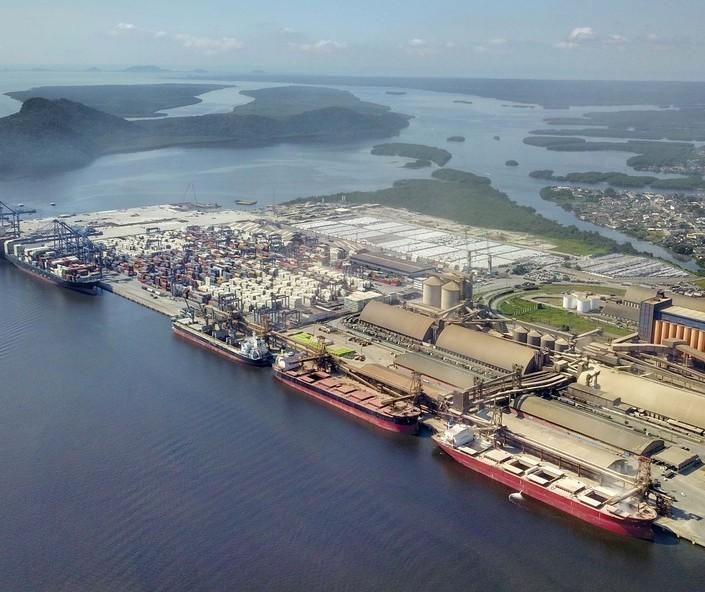 Portos do Paraná movimentam 13% mais em julho ante julho de 2020
