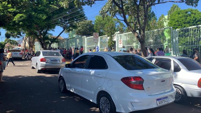 Vacinação de 1ª dose é retomada em Maringá com longas filas