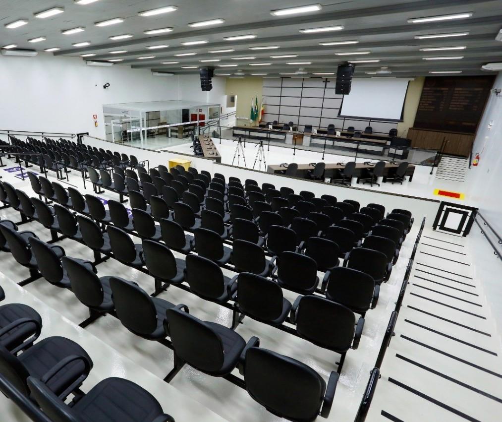 Com restrições, Câmara de Maringá retoma sessões