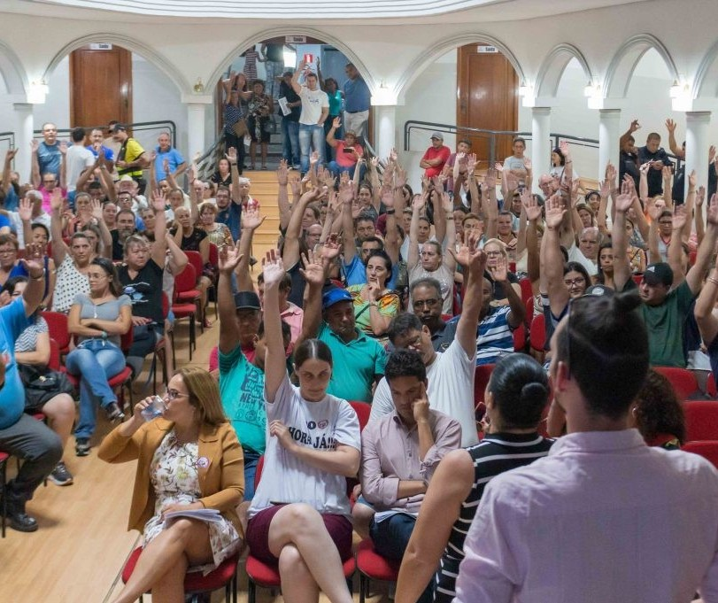 Servidores maringaenses rejeitam proposta de reajuste salarial