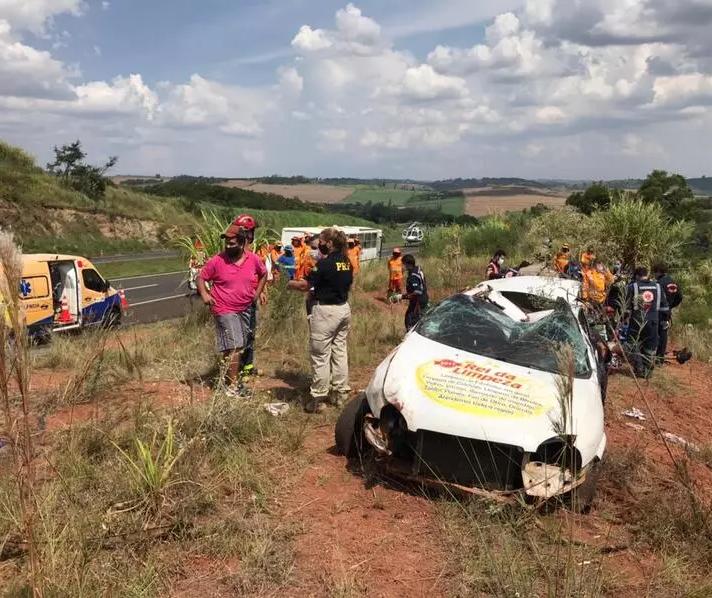 Jovem morre após carro capotar na BR-376, em Mandaguari