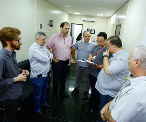 Prefeitura estuda se vai licitar ou renovar concessão com funerárias