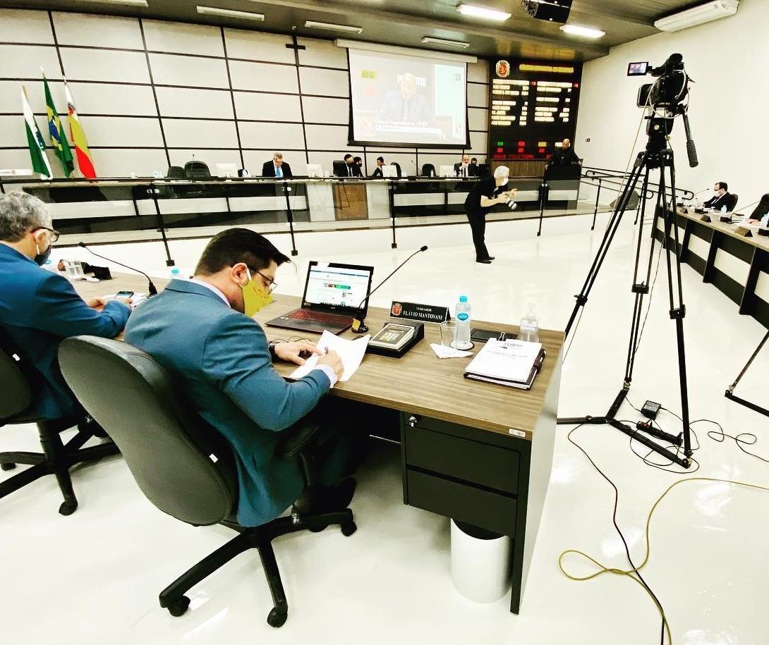 """Vereadores debatem instalação de CPI, que para oposição não passa de """"teatro"""""""