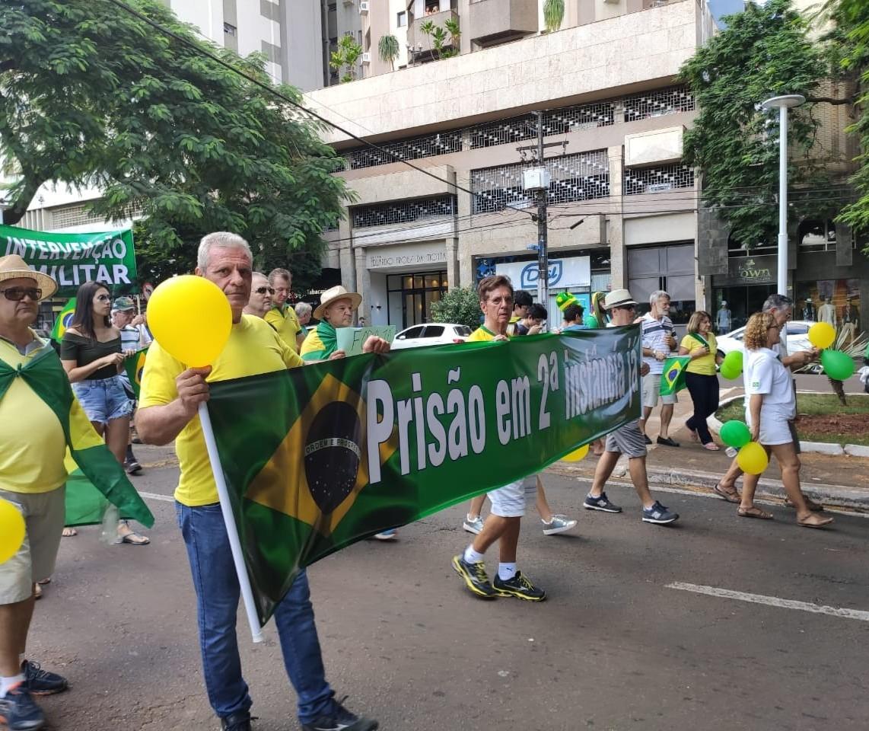 Criticando STF e Congresso, manifestantes realizam ato em Maringá