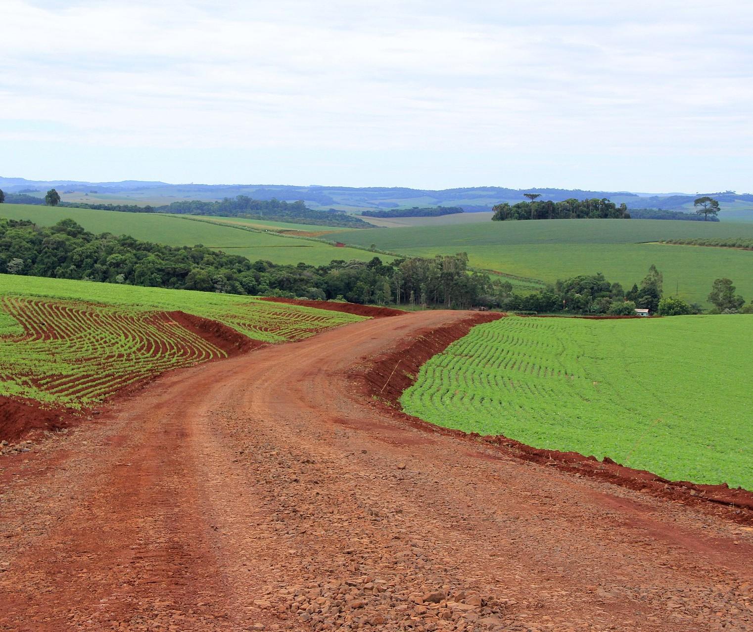 Paraná libera R$ 14,2 milhões para pavimentação de estradas rurais