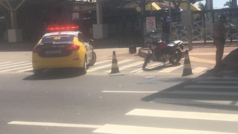Idosa é atropelada por moto em frente ao Terminal Intermodal de Maringá