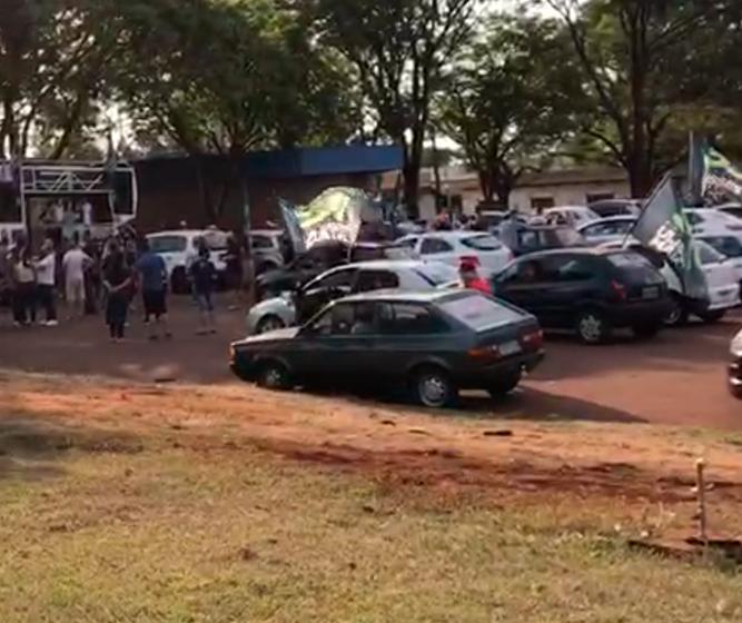 Empresários reclamam de aglomeração em evento político em Maringá