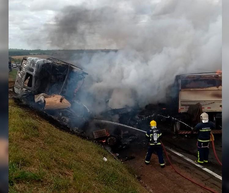 Perícia tenta identificar vítimas de acidente em Paranavaí