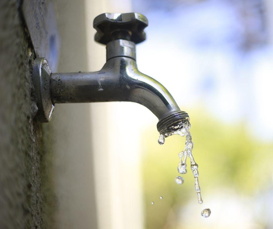 Falta de energia deixa mais de 1,5 mil imóveis sem água