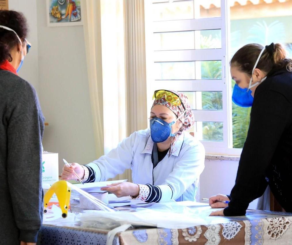 Secretaria de Saúde testa idosos e funcionários de asilo