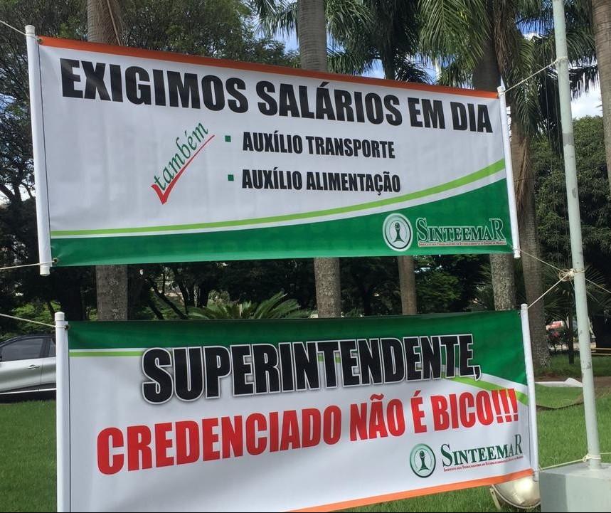 Estudantes e credenciados estão com bolsas e salários atrasados