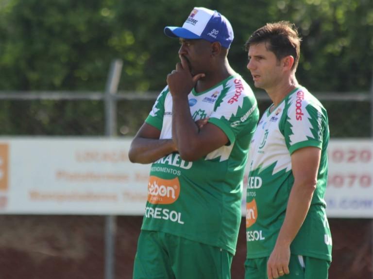 Próximo da reestreia, Jorge Castilho pede 'pés no chão' e confia em recuperação do Maringá FC no Paranaense