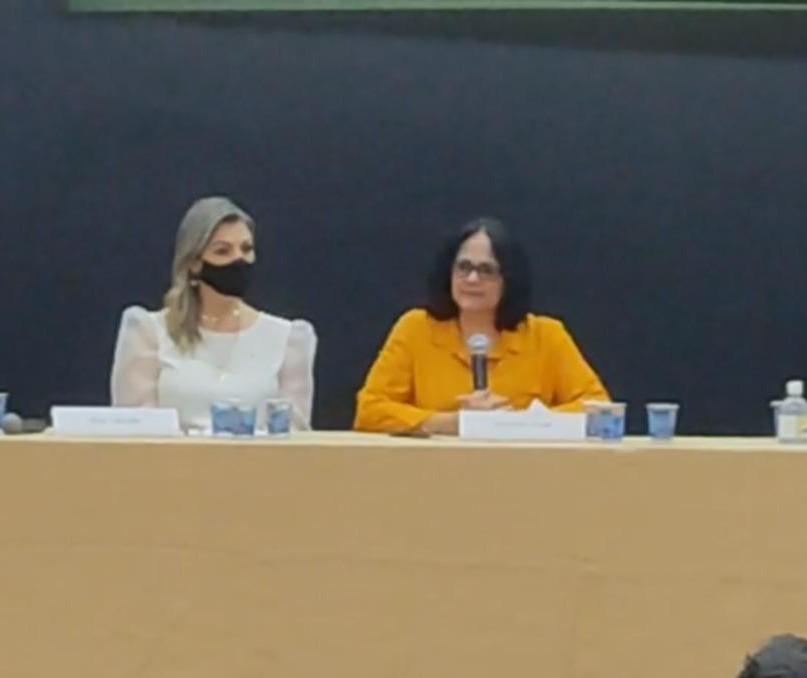 Ministra Damares Alves esteve em Cianorte para debater a rede de proteção à criança