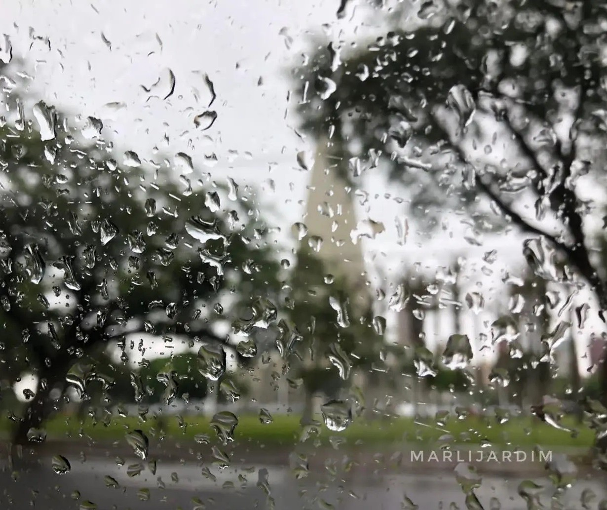 Mais chuva? Frente fria avança e muda o tempo em Maringá no fim de semana