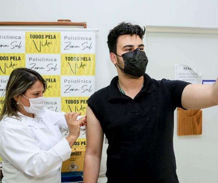 Maringá vai retomar a vacinação de adolescentes sem comorbidade quando chegarem novas doses, diz secretário