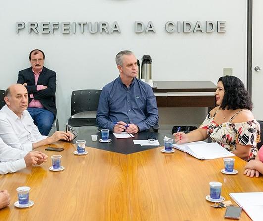 Sindicato se reúne com prefeito e apresenta demandas