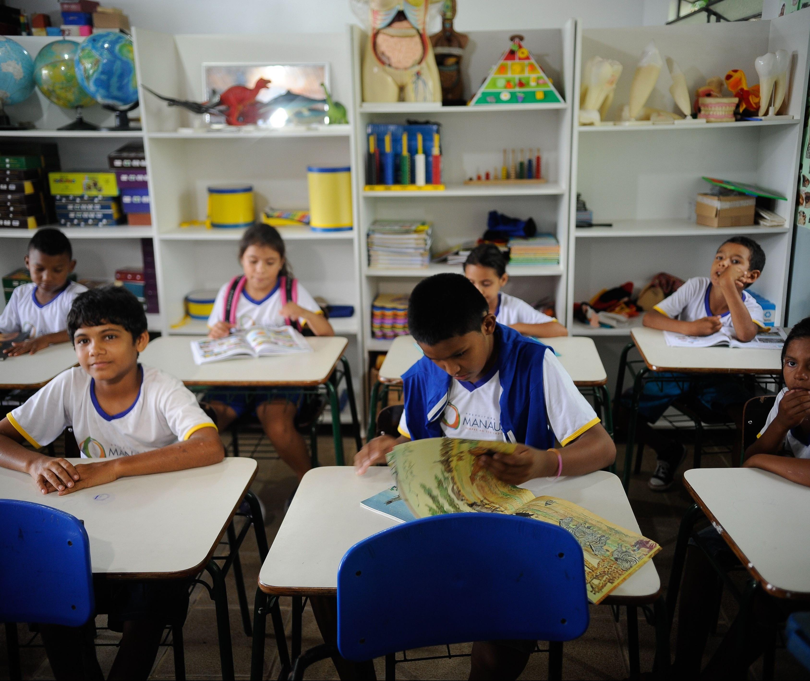 Escola pública encolhe