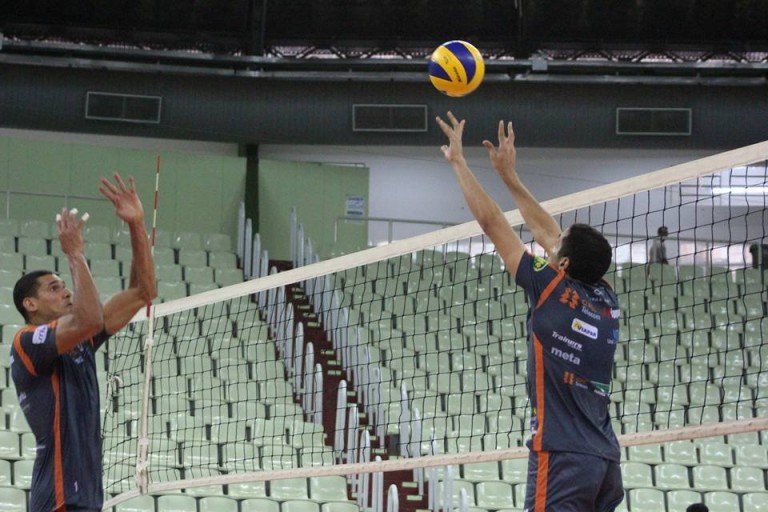 Copel Maringá joga em busca da primeira vitória