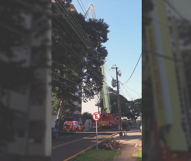 Bombeiros resgatam vítima do 13º andar de um prédio em Maringá
