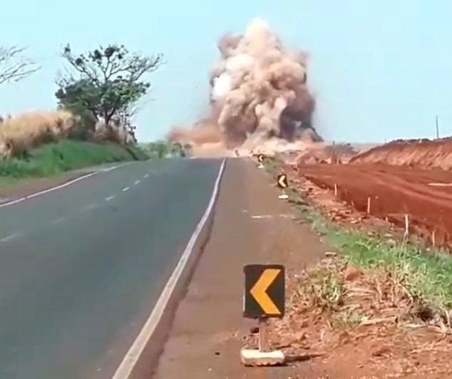 Nova detonação de rocha vai interditar PR-323, próximo a Água Boa