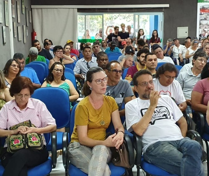 Servidores da UEM aprovam indicativo de greve para 2 de dezembro