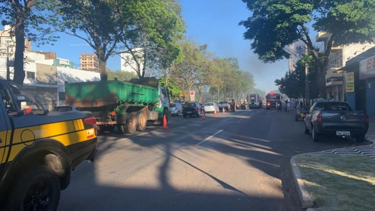 Incêndio atinge loja de artigos náuticos na Avenida Colombo