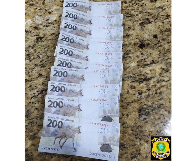 Três homens são presos em flagrante com cédulas falsas de R$ 200