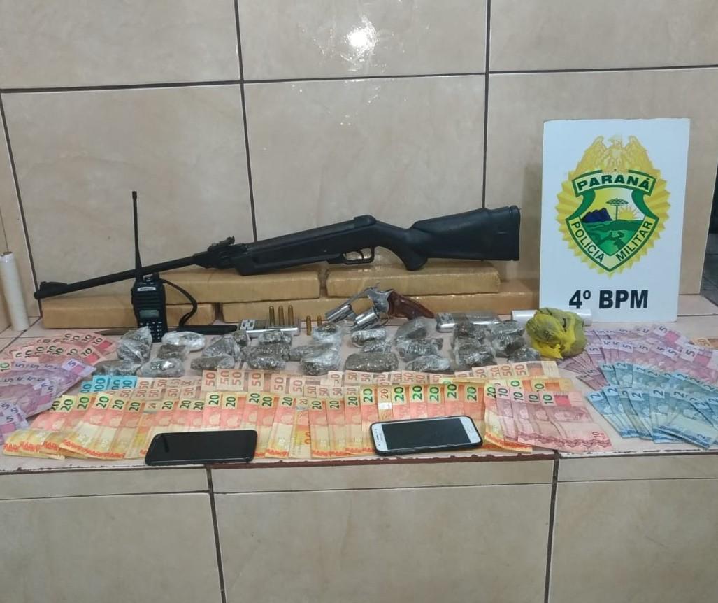 Quatro homens são presos por tráfico de drogas e posse irregular de arma de fogo