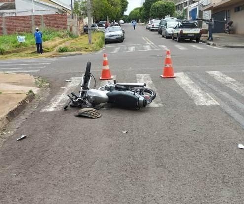Motociclista fica gravemente ferido em acidente envolvendo carro em Maringá