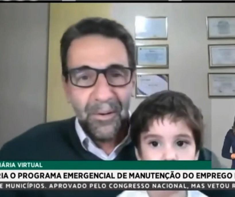 """Neto de deputado federal """"invade"""" sessão remota e vira notícia nacional"""