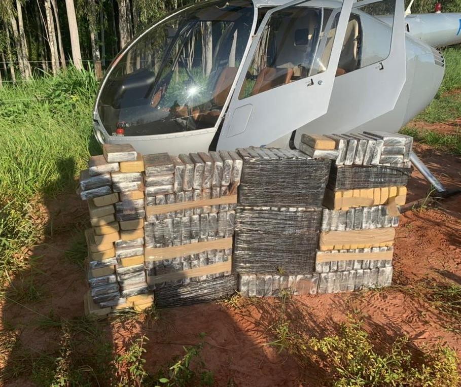 Polícia Federal apreende 220 kg de cocaína em helicóptero