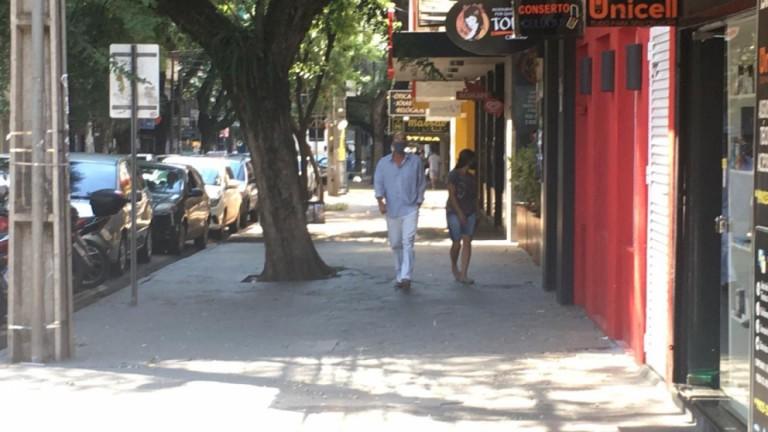 Lojas de rua e de shoppings reabrem nesta terça-feira(16) em Maringá com pouco movimento