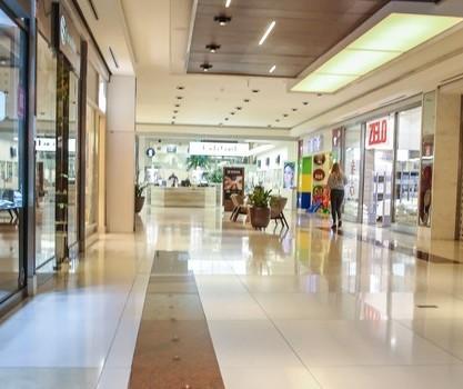Decreto amplia horário de shoppings e libera parques em Maringá