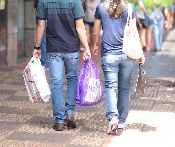 Decreto em vigor: veja o horário do comércio neste sábado (12) em Maringá