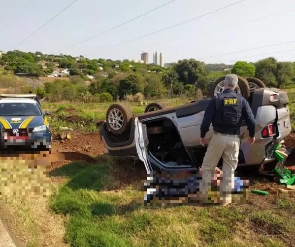 Motorista capota carro carregado com maconha em Maringá durante perseguição