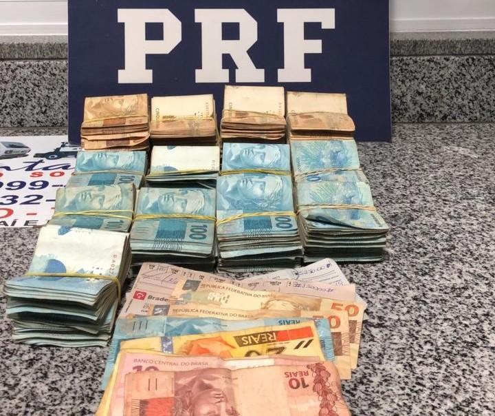 PRF apreende R$ 138 mil escondidos em compartimento de veículo