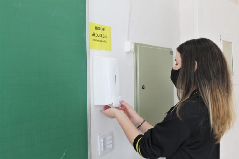 Escolas particulares voltam com aulas presenciais semana que vem