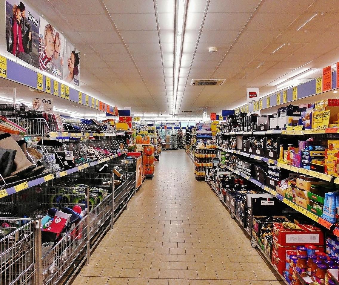 Supermercados, padarias, açougues e peixarias podem abrir até as 20h nesta semana