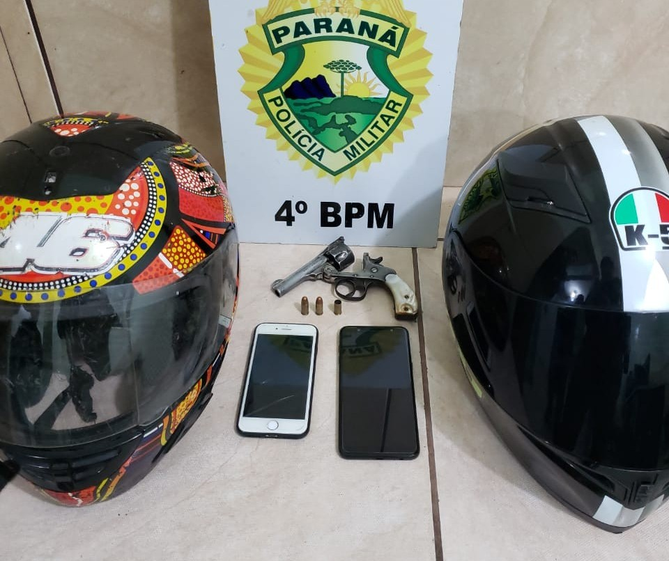 Minutos após roubarem moto, homem e adolescente são detidos pela PM