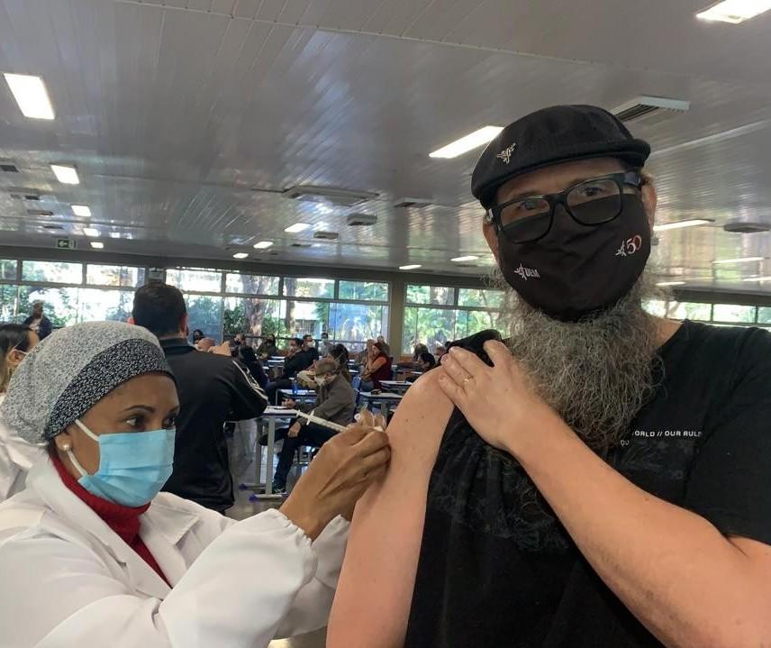 Profissionais do ensino superior começam a ser vacinados em Maringá
