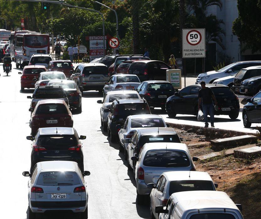 Autuações por fiscalização eletrônica de semáforos têm aumento de 36% em setembro