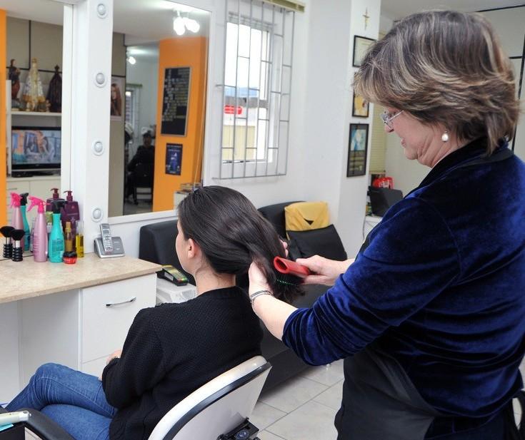Decreto não permite reabertura de salões de beleza e barbearias