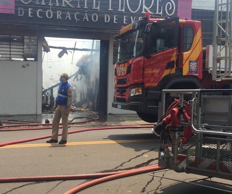 'Minha vontade era ter morrido naquele incêndio', diz dona de empresa destruída por fogo em Maringá